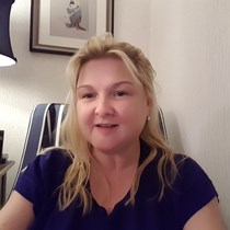 Dr. Martine Hooper