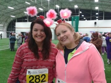 Free2Network ladies Jo & Nina (in their onesies!) gearing up to take part in the Midnight Pyjama Walk on Friday May 10th.